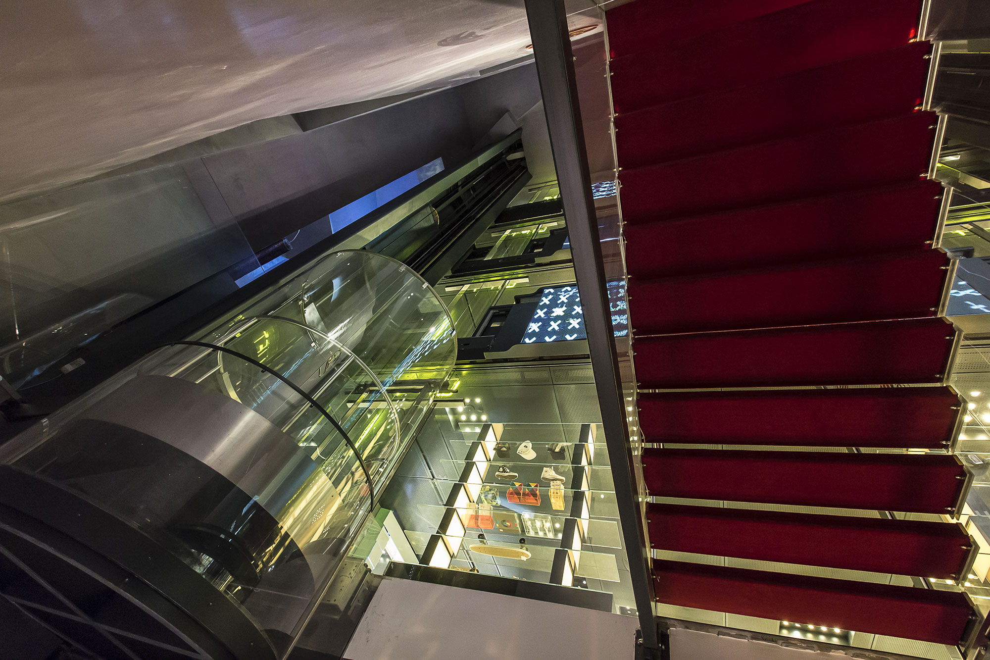Lifts for the shopping center Excelsior Milano