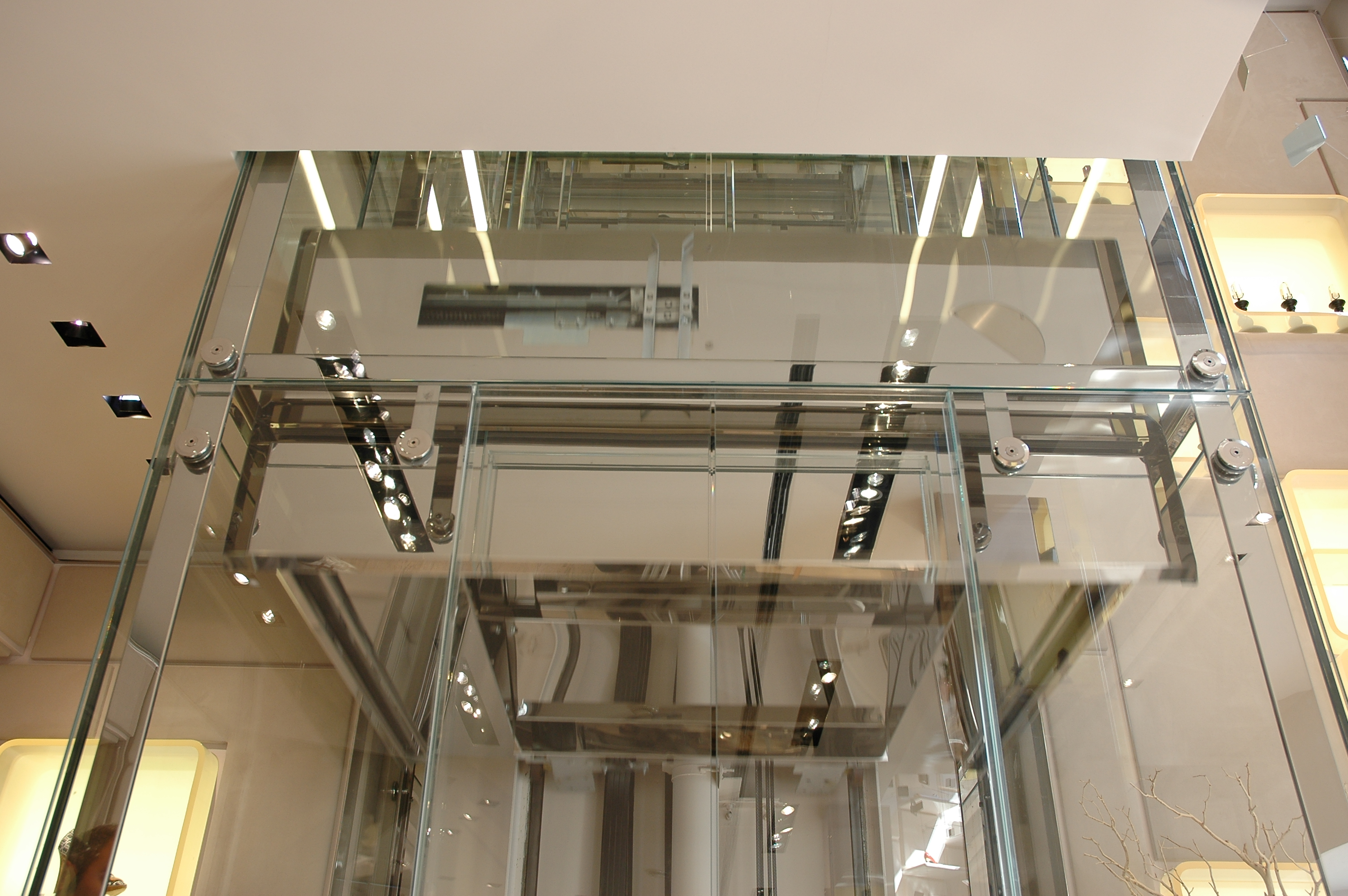 Indoor elevators for the luxury Roger Vivier Boutique in Milan