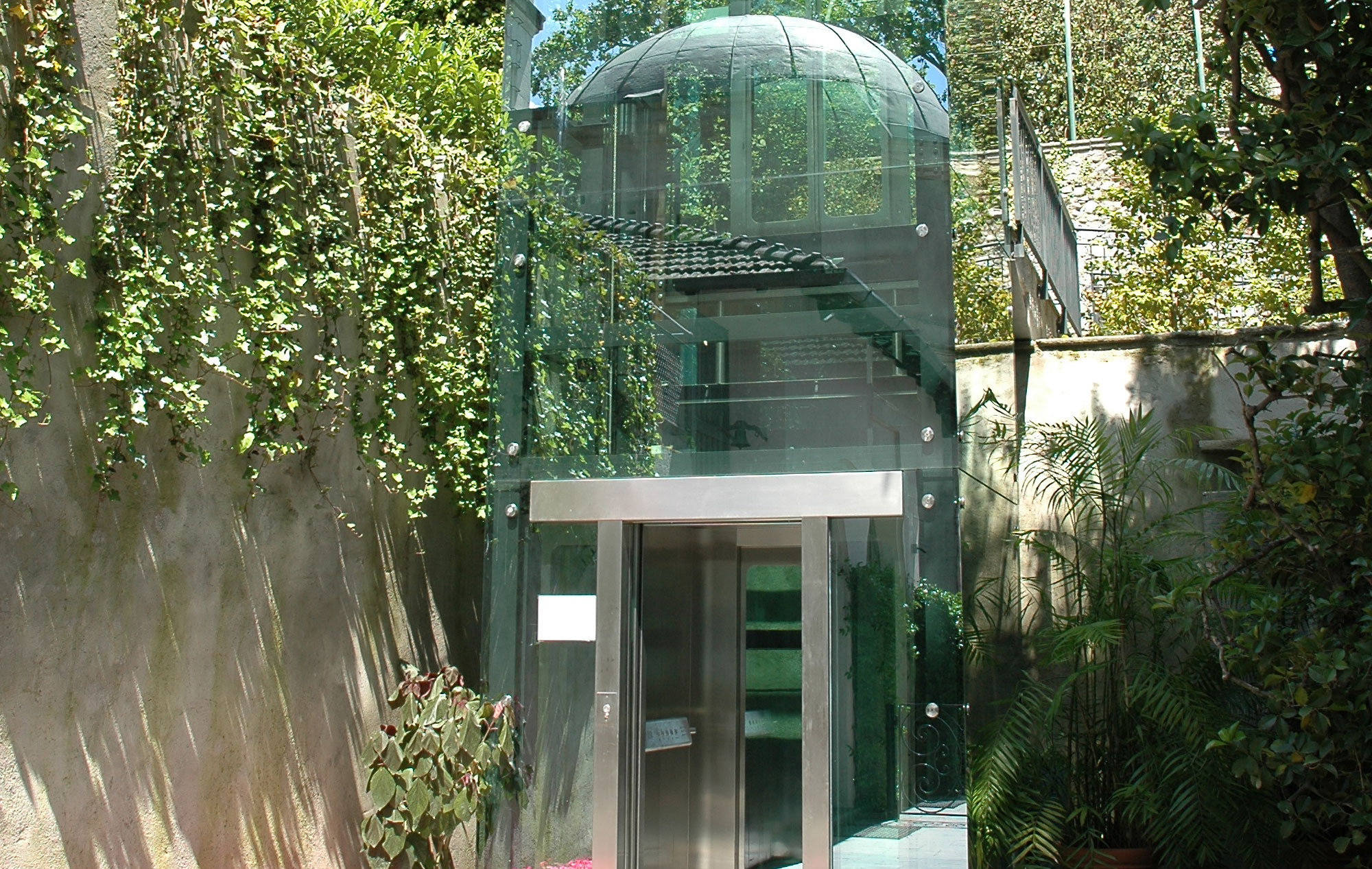 Inclined Panoramic Lift at Villa Carlotta, on Como Lake