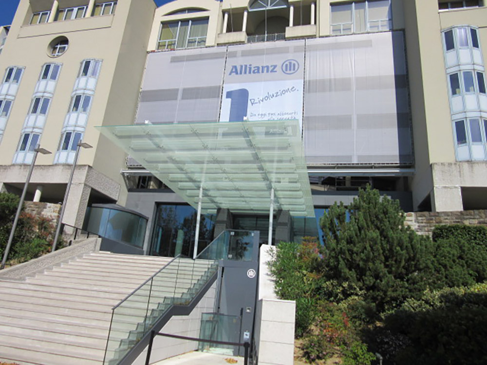 A platform lift for the Allianz Headquarters in Trieste (Italy)